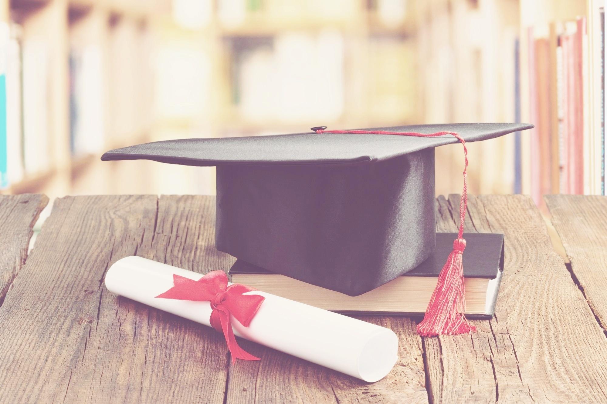 customerserv scholarship-381044-edited.jpg